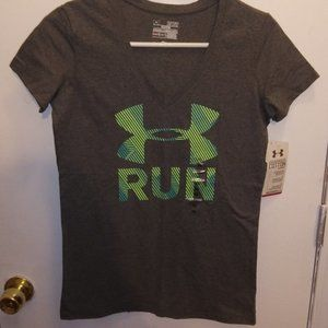 4/$25 NWT Under Armour Run Tshirt Sz XS